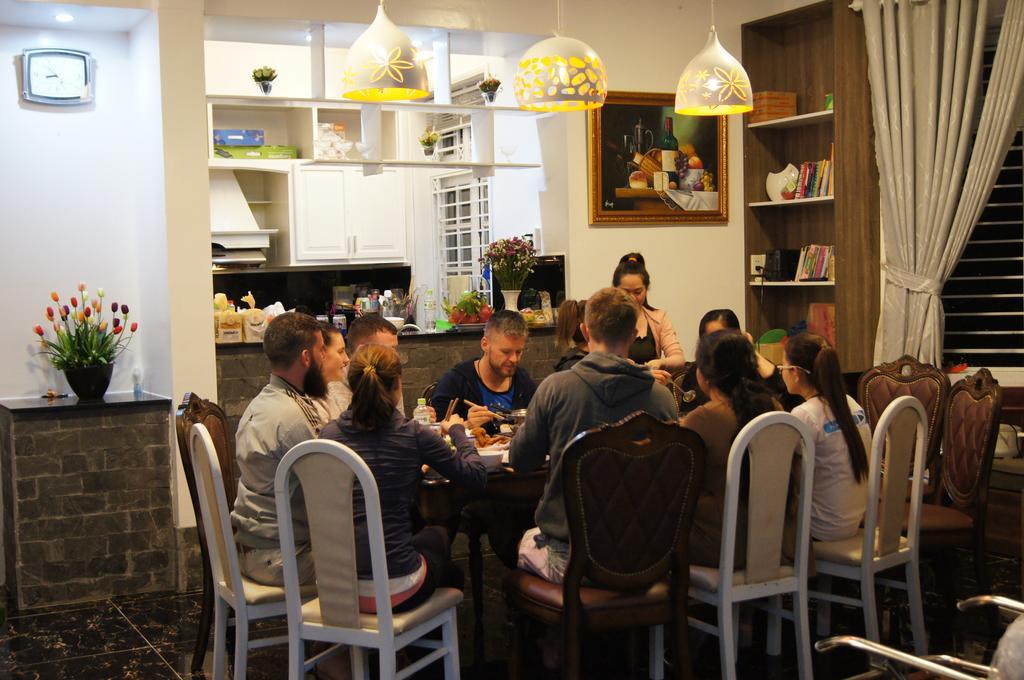 Phòng ăn của Hoxuanhuong villa
