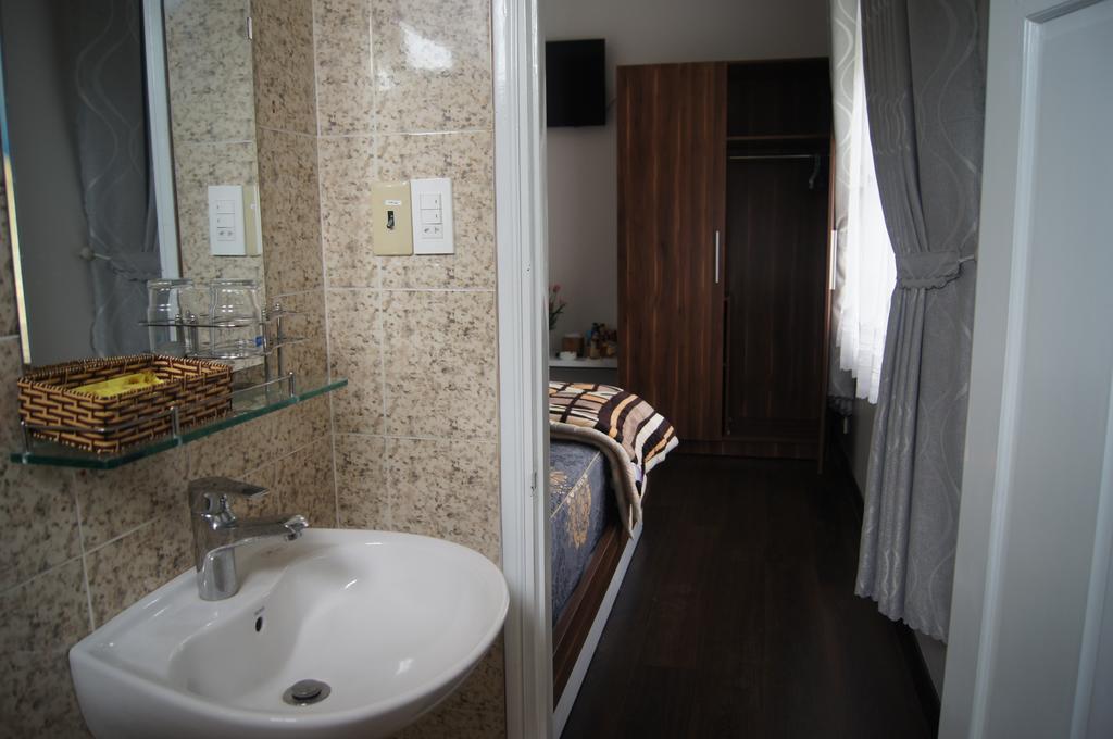 Nhà vệ sinh trong của hoxuanhuong villa