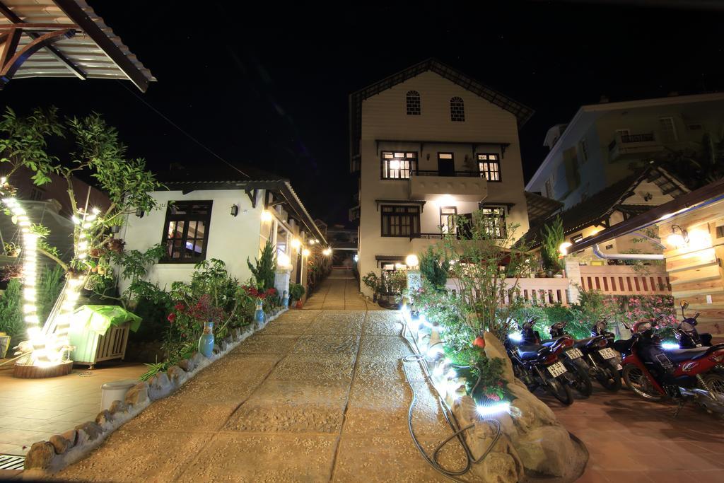 Sân trong của villa Tuan Pham