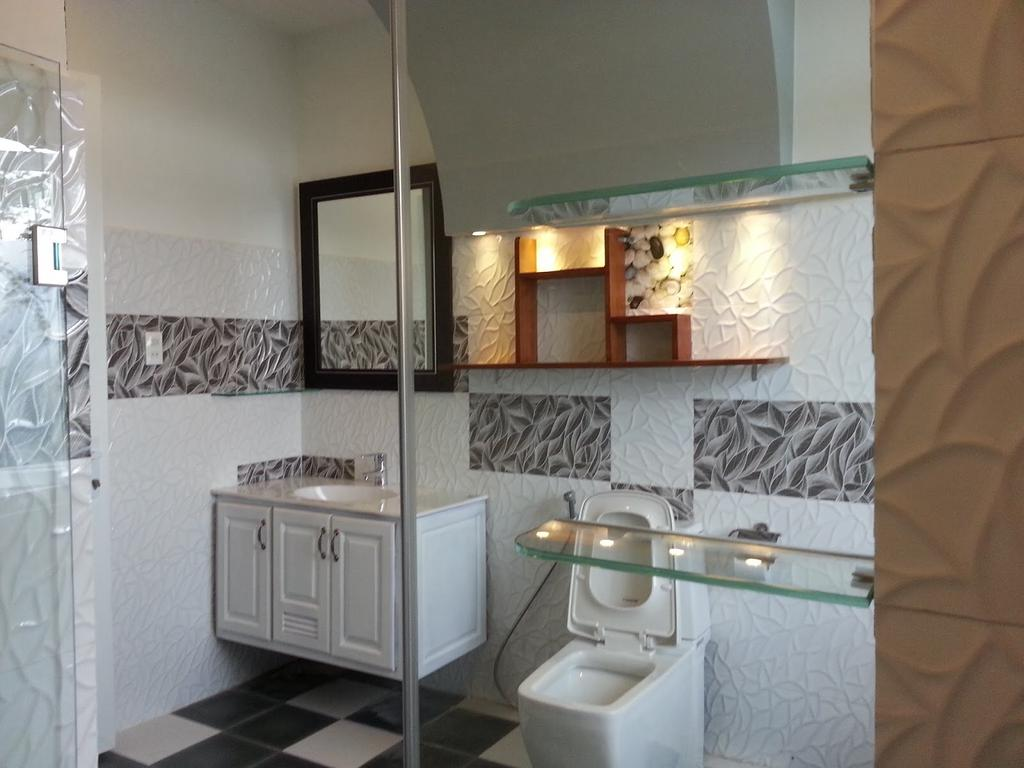 Nhà vệ sinh trong hoa le villa
